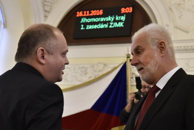 Bývalý hejtman Michal Hašek (ČSSD) a současný Bohumil Šimek (ANO)