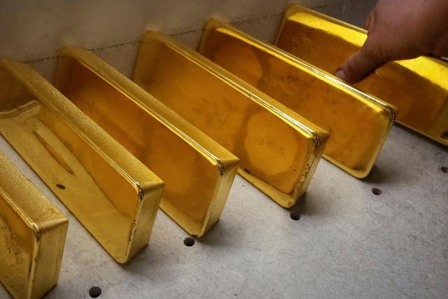 Produkce zlatých cihel v Rusku