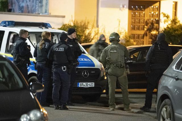 Policie nedaleko místa střelby v německém Hanau