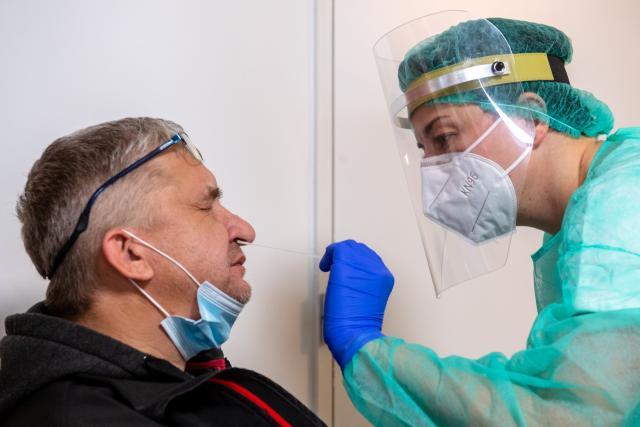Testování na covid-19 v domově seniorů