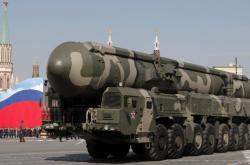 Strategický nosič jaderných zbraní Topol-M při vojenské přehlídce na Rudém náměstí
