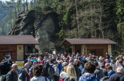 Turisté zaplavili Adršpašsko-teplické skály také v květnu