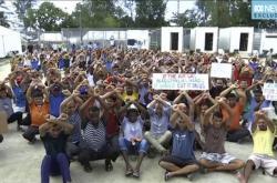 Uprchlíci se zabarikádovali v uzavřeném táboře na ostrově Manus