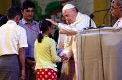 Papež se setkal v Bangladéši se skupinou Rohingů