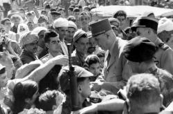 Charles de Gaulle v Alžírsku 3. října 1958