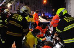 Hasiči a záchranáři zasahovali při požáru hotelu v Náplavní ulici v Praze