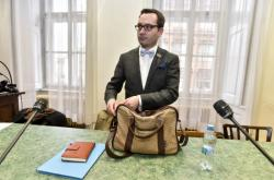 Adam B. Bartoš před soudem