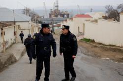 Ázerbájdžánská policie poblíž místa neštěstí
