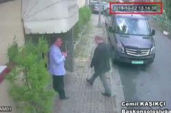 Záběr z bezpečnostní kamery, na kterém Chášakdží vchází 2. října na konzulát