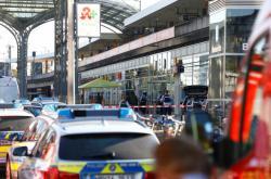Policisté zasahují v Kolíně nad Rýnem, kde si vzal pachatel rukojmí