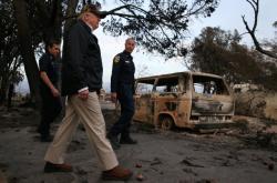 Donald Trump navštívil zničenou oblast Kalifornie