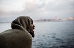 Jeden ze zachráněných migrantů