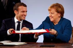 Emmanuel Macron a Angela Merkelová podepsali v Cáchách novou smlouvu o spolupráci