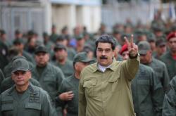 Venezuelský prezident Nicolas Maduro se setkal s vojáky na základně v Caracasu