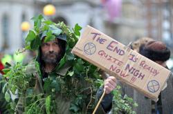 Koncem prosince demonstrovali lidé kvůli klimatickým změnám v Londýně