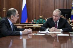 Šéf ruské diplomacie Sergej Lavrov a ruský prezident Vladimir Putin