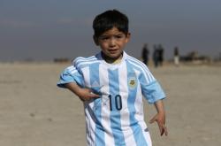 Murtaza Ahmadí v dresu od Lionela Messiho