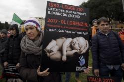 Protest proti povinnému očkování v Itálii