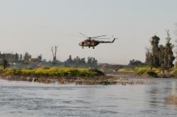 Pátrání po obětech po potopení trajektu v Iráku
