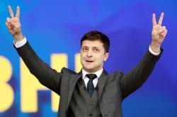 Dmytryj Zelenskyj v debatě na kyjevském stadionu