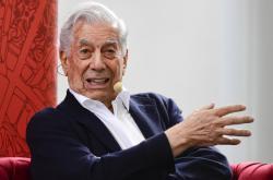 Spisovatel Mario Vargas Llosa na mezinárodním veletrhu v Praze