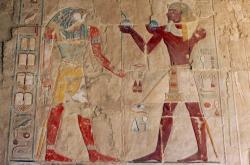 Reliéf egyptského boha slunce Re