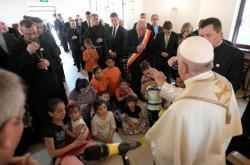 Papež František v Rumunsku v romské komunitě