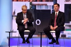 Boris Johnson a Jeremy Hunt při televizní debatě
