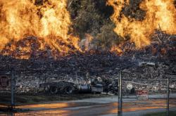 Požár zničil sudy s bourbonem v americkém Kentucky