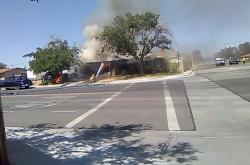 V kalifornském Ridgecerstu začalo po zemětřesení hořet