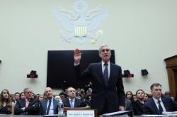 Zváštní vyšetřovatel FBI Robert Mueller vypovídal v Kongresu