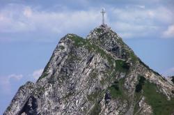 Vrchol hory Giewont v polských Tatrách