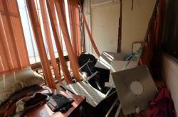 Poničené mediální centrum Hizballáhu v Bejrútu