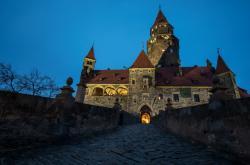 Hrad Bouzov v noci