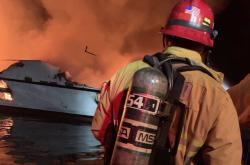 Požár lodi u kalifornského ostrova Santa Cruz