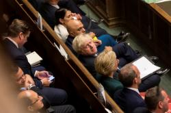 Boris Johnson během mimořádné debaty v Dolní sněmovně