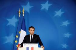 Emmanuel Macron na summitu v Bruselu