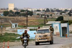 Syrští rebelové podporovaní Tureckem u města Rás al-Ajn
