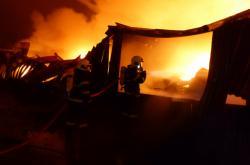 V Ivančicích shořela skladovací hala