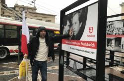Jiří H. Kubík, bývalý politický vězeň, vlajkonoš při sametové revoluci v Pardubicích