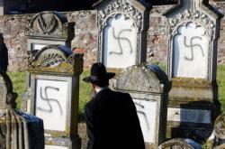 Hákové kříže na hrobech ve francouzské obci Westhoffen