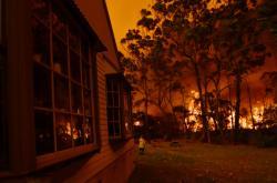 Požár u jezera Tabourie v Austrálii