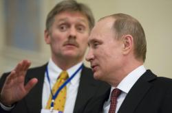 Mluvčí Dmitrij Peskov s ruským prezidentem Vladimirem Putinem