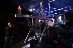 Chanukový svícen v pražských Bubnech