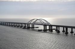 Železniční most vedoucí z ruské pevniny na Krym