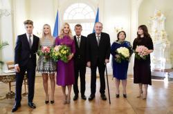 Premiér Andrej Babiš a prezident Miloš Zeman s rodinami u příležitosti společného oběda
