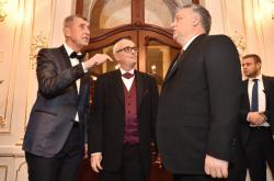 Andrej Babiš, Jan Burian a Viktor Orbán ve Státní opeře