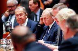 Ruský ministr zahraničí Sergej Lavrov a prezident Vladimir Putin na konferenci o Libyii v Berlíně