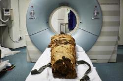 Skenování mumie kněze