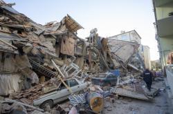 V provincii Elazig se zřítila řada budov